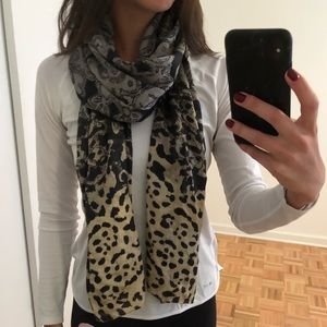 Echo lightweight scarf